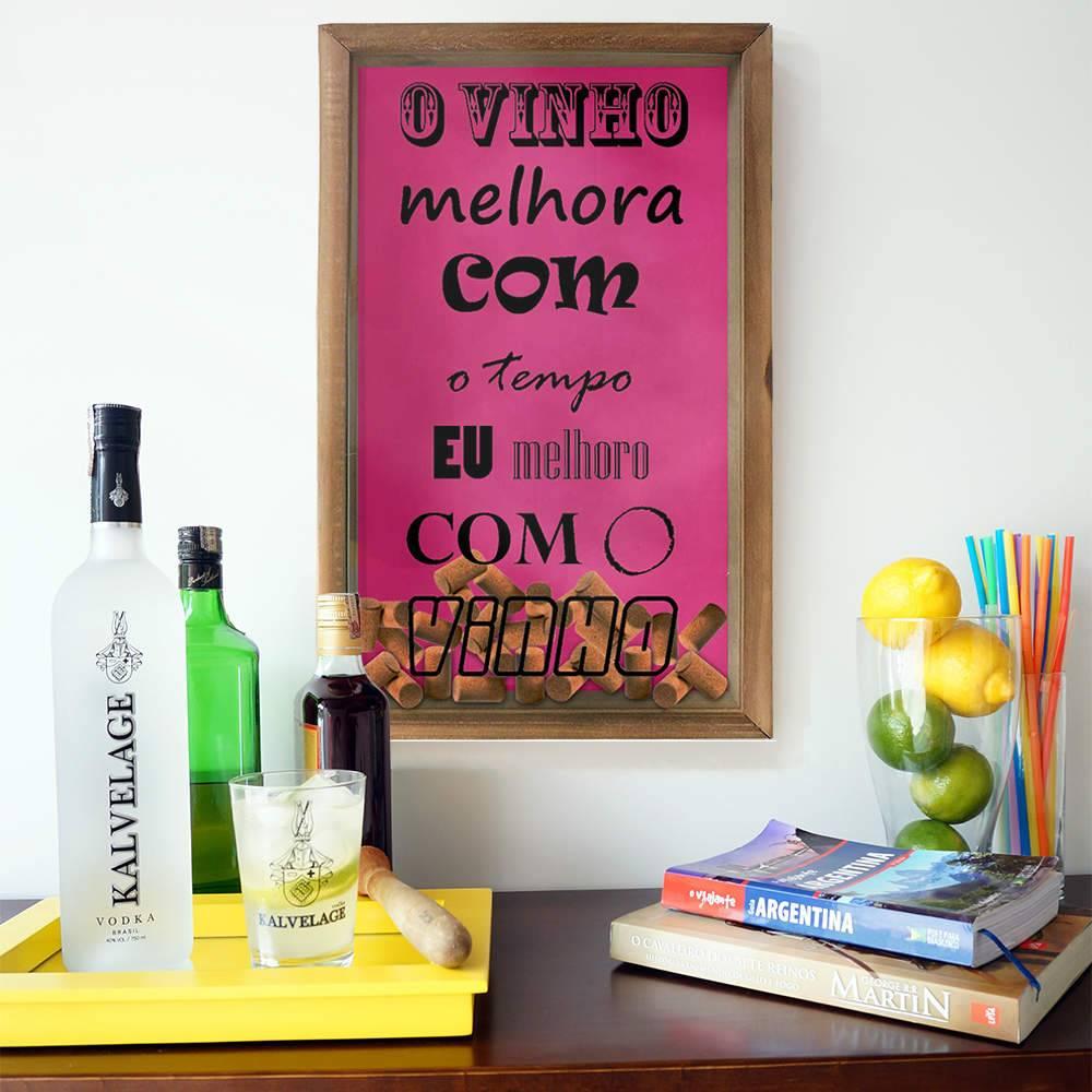Quadro Porta Rolhas O Vinho Melhora com o Tempo em Madeira e Vidro - 50x30 cm