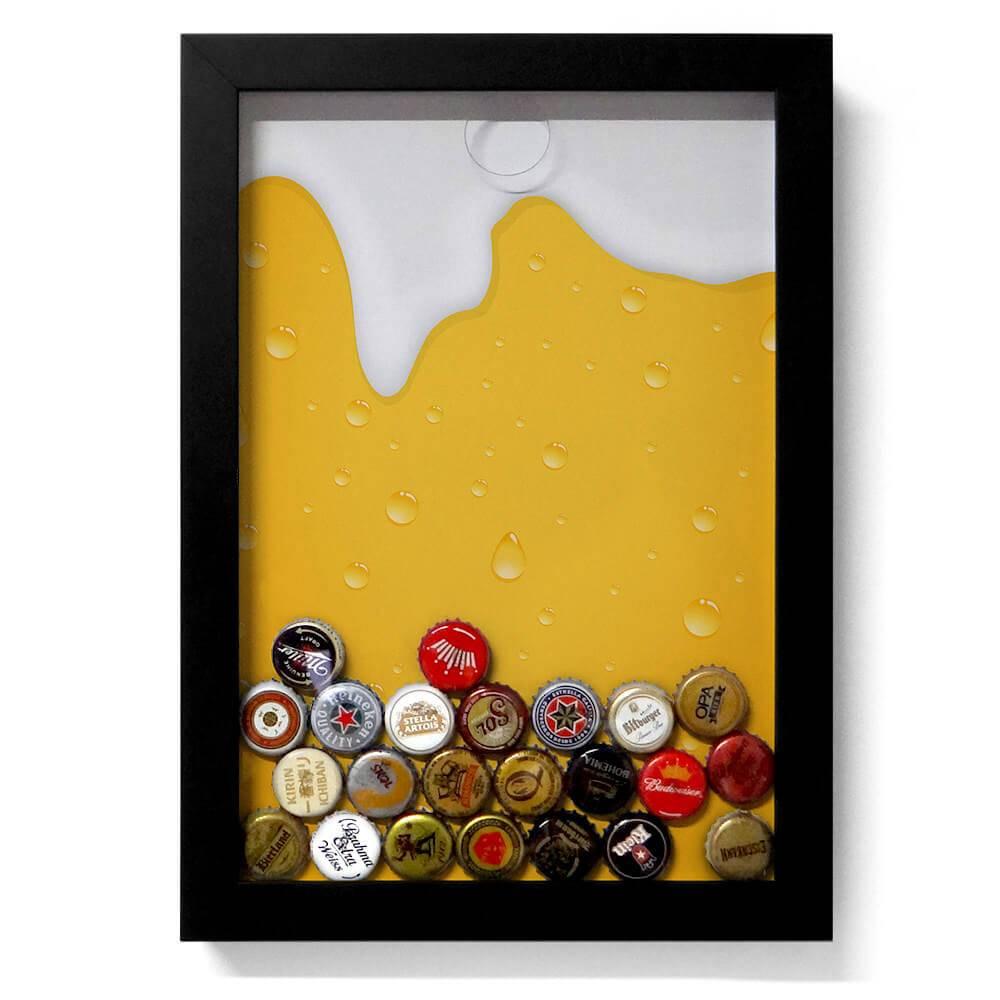 Quadro para Tampinhas Cerveja Escorrendo Fundo Amarelo em Madeira - 34x24 cm