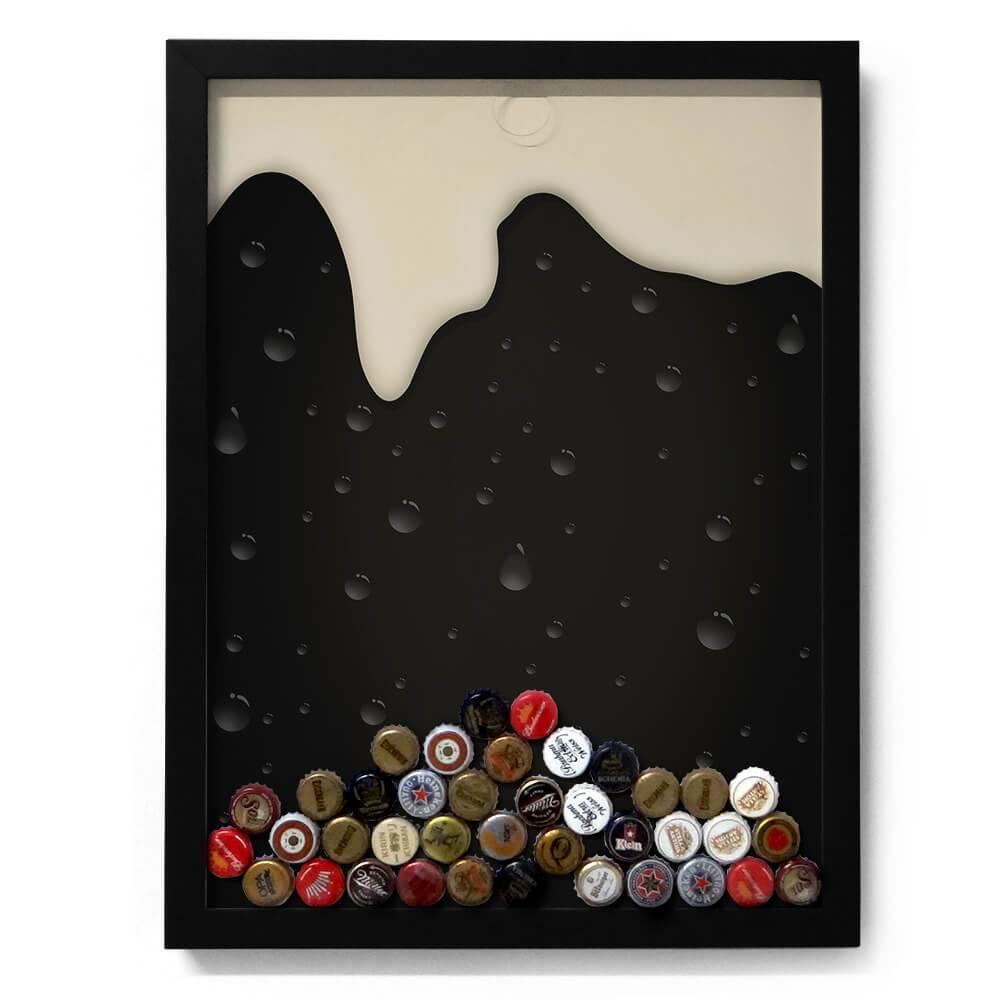 Quadro para Tampinhas Cerveja Escorrendo Preto/Branco em Madeira - 49x37 cm
