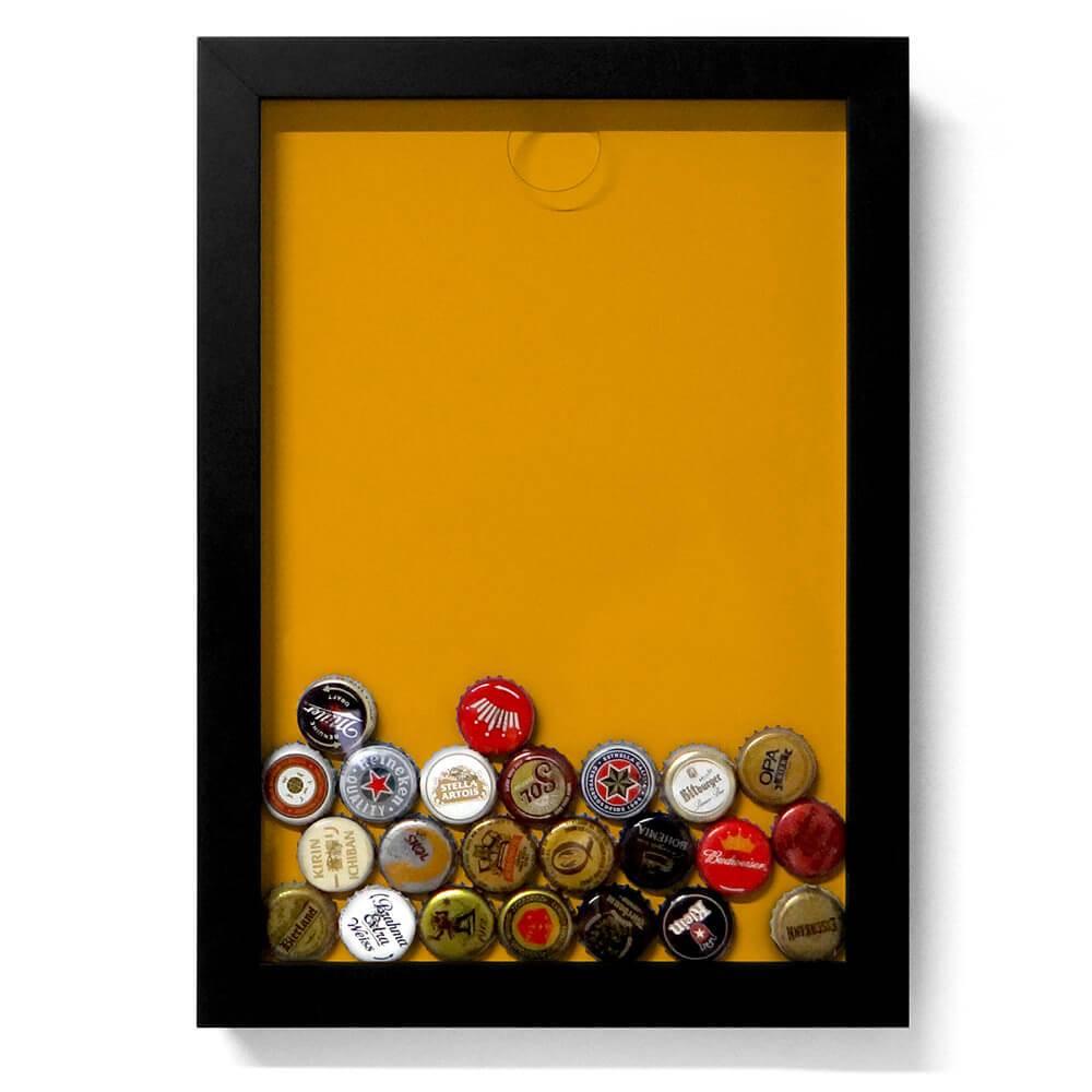 Quadro para Tampinhas Fundo Amarelo Pequeno em Madeira - 34x24 cm