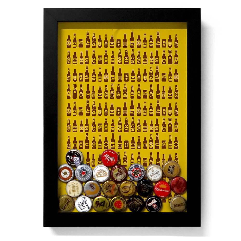 Quadro para Tampinhas Ilustração de Garrafas Fundo Amarelo em Madeira - 34x24 cm