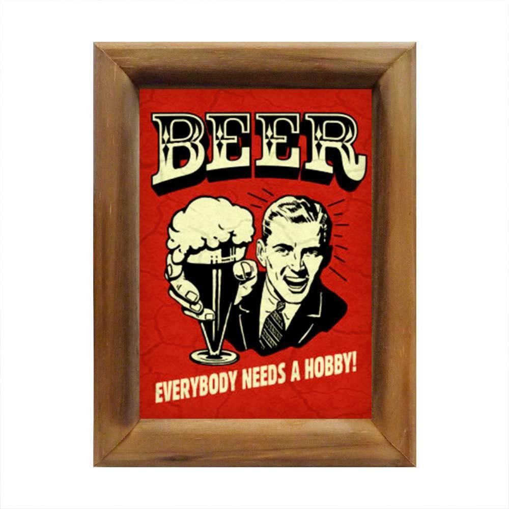 Quadro Todo Mundo Precisa de Um Hobby Cerveja em Madeira - 26x20 cm