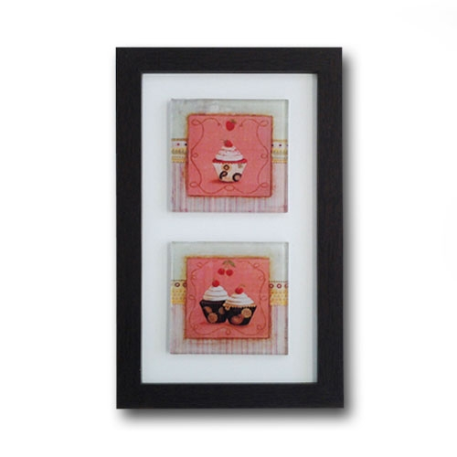 Quadro de Vidro Decorativo Três Cupcakes Moldura em Madeira - 20x33cm