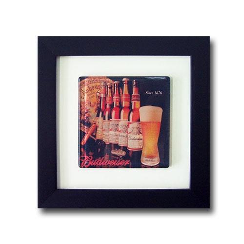 Quadro de Vidro Garrafa Budweiser com Moldura em Madeira - 20x20 cm