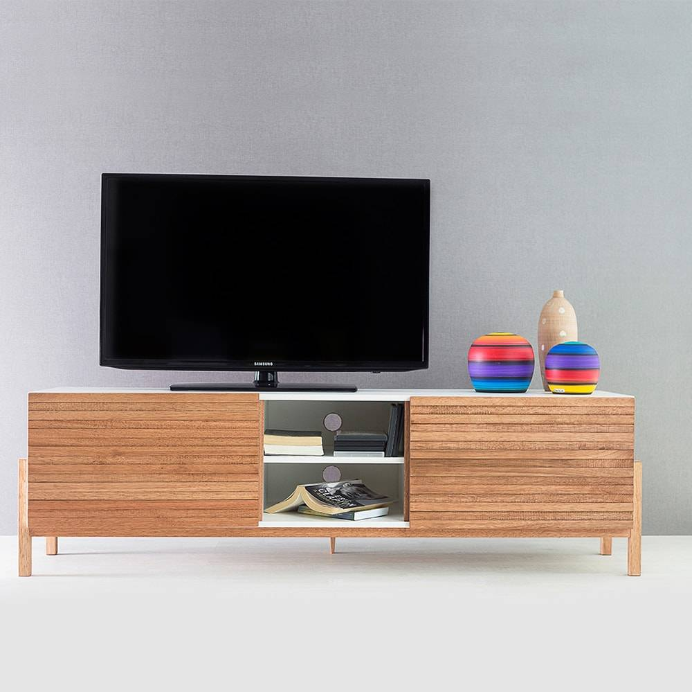 Rack para TV Eric Branco e Jatobá com 3 Prateleiras e 2 Portas em MDF - 166x48,5 cm
