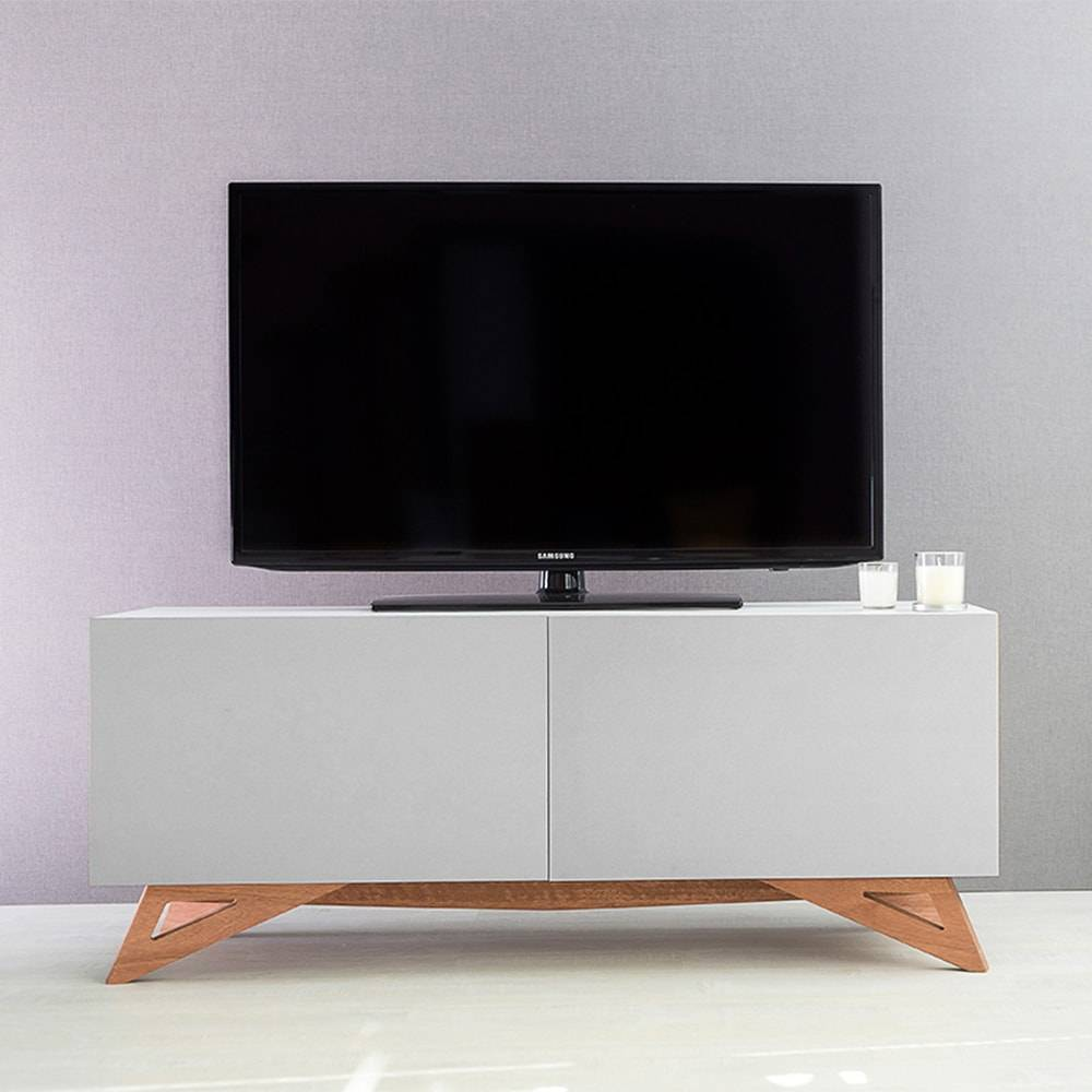 Rack para TV Freddie Compact Branco 2 Portas Cinza em MDF - 120x48,5 cm