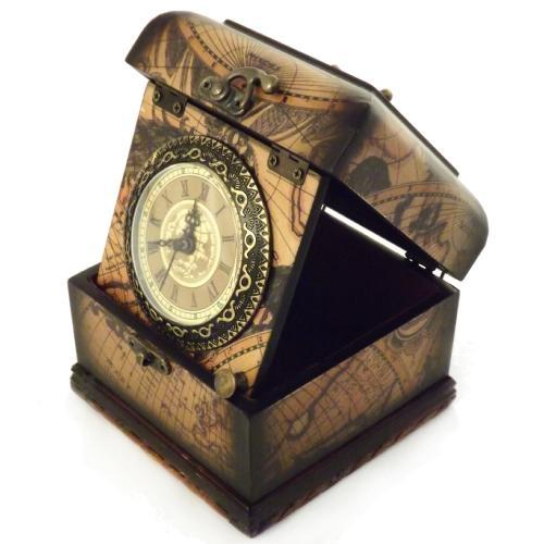 Relógio De Mesa Baú / Estampa Mapa - Em Madeira - 14x14 cm