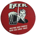 Relógio de Parede Beer Helping em Madeira MDF - 28 cm