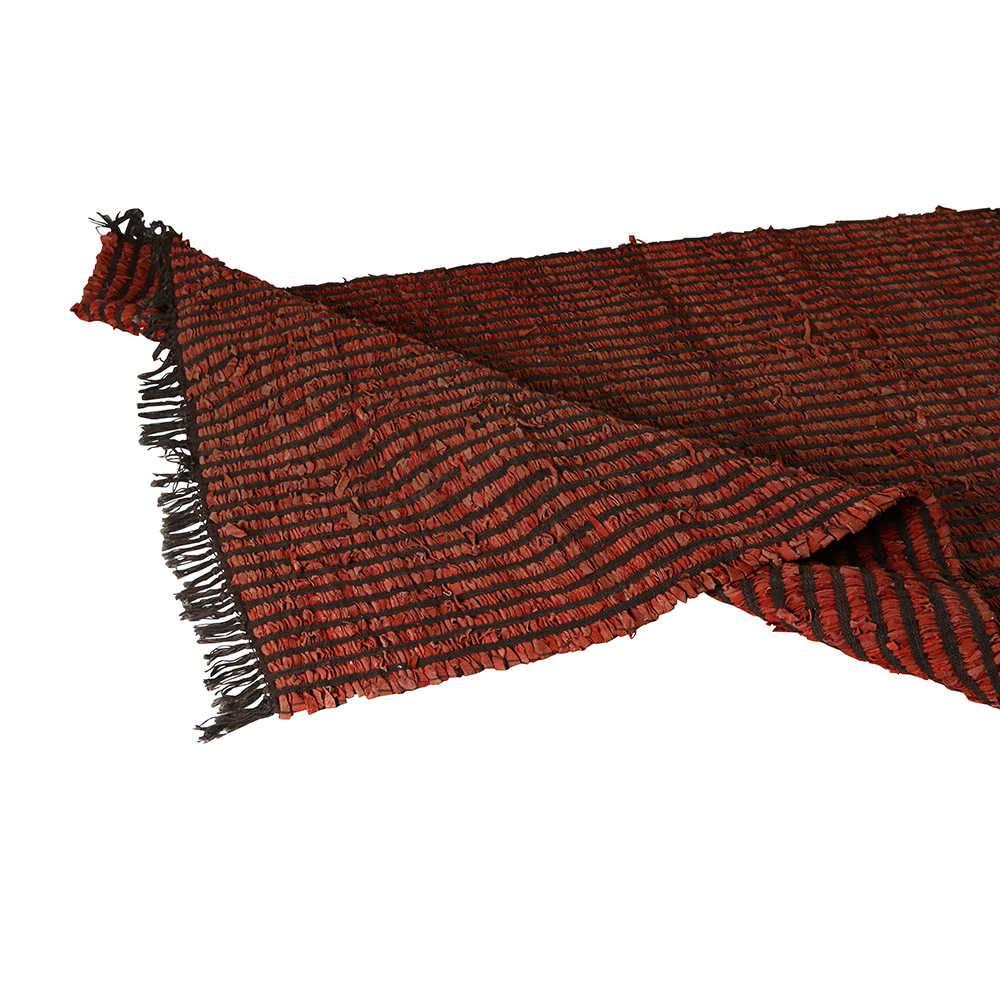 Tapete Pequeno Drama Vermelho e Marrom em Algodão com Tiras de Couro - 180x120 cm