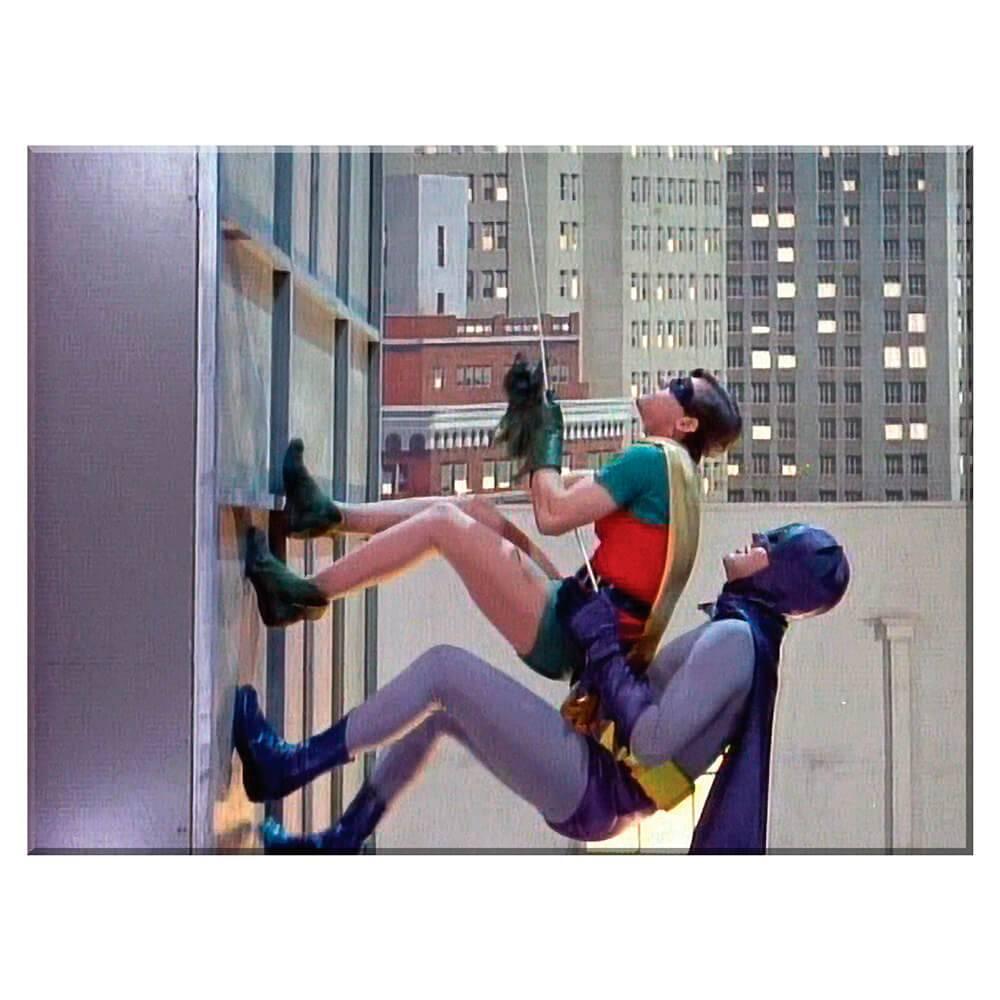 Tela Movie Batman and Robin Climbing the Building em Madeira - Urban - 70x50 cm