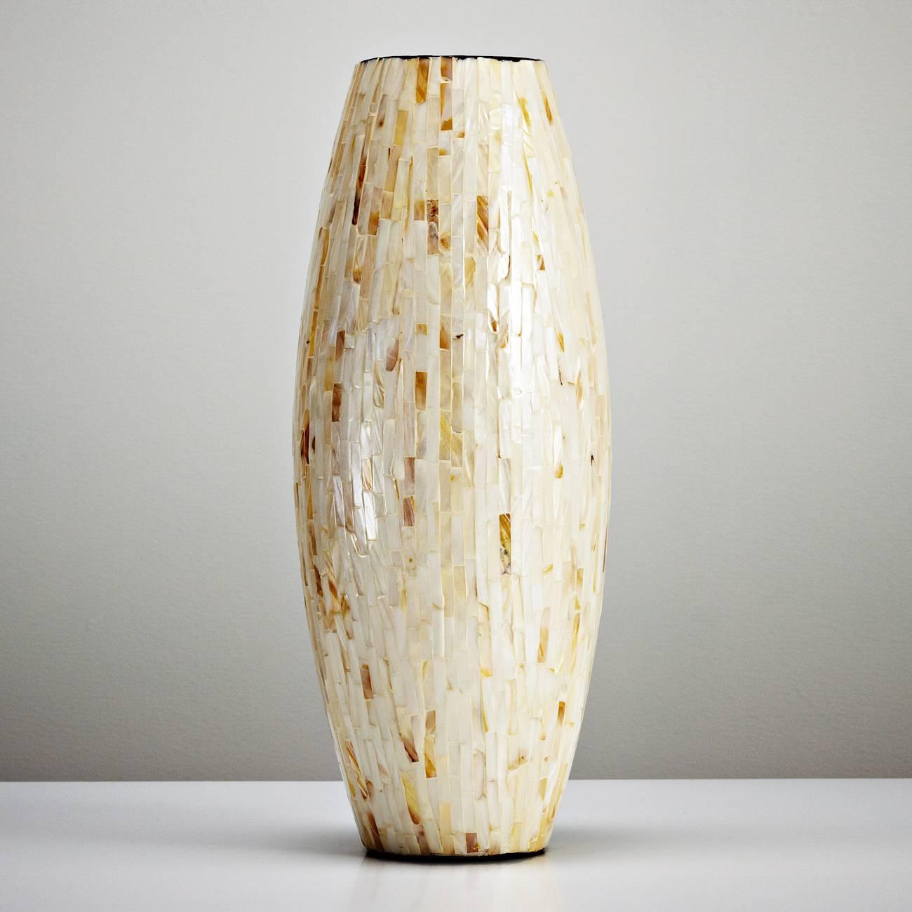 Vaso Abaulado em Madrepérola - Prestige - 42x14 cm