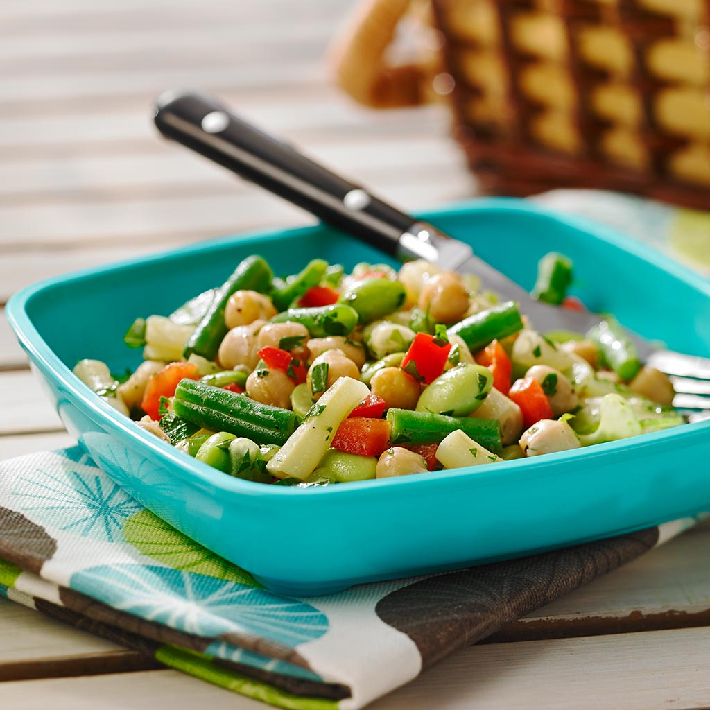 Salad with beans and crackers - a bean miracle surprised all guests 71