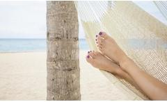 Pedicure con esmalte permante - Groupon