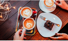 Café + brownie o media luna para 1 o 2 personas - Groupon