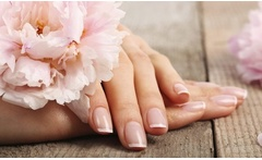 Desde $5.990 por manicure tradicional o permanente con opción a diseño en degradé y a pedicure en The Beauty Room - Groupon