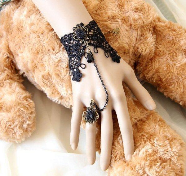 Pulsera con anillo ¡Bordados estilo gótico!