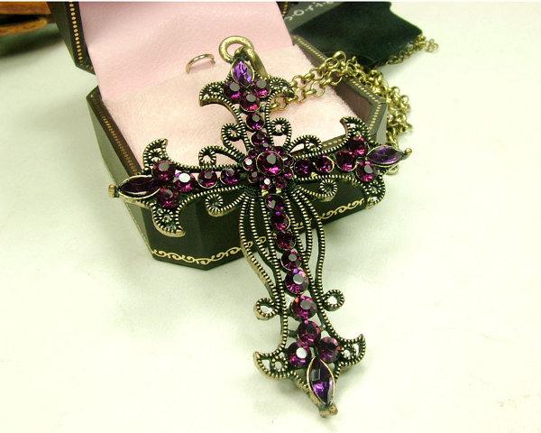 Las cruces son clásicas en la tendencia gótica