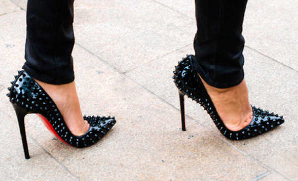 Zapatos de taco con tachas ¡Me encanta este estilo!
