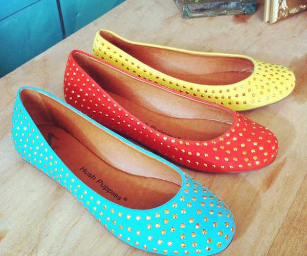 Ballerinas de los colores de moda con tachas