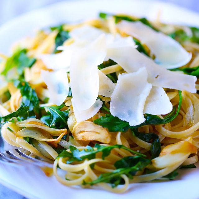 Linguine with Arugula, Garlic and Parmesan