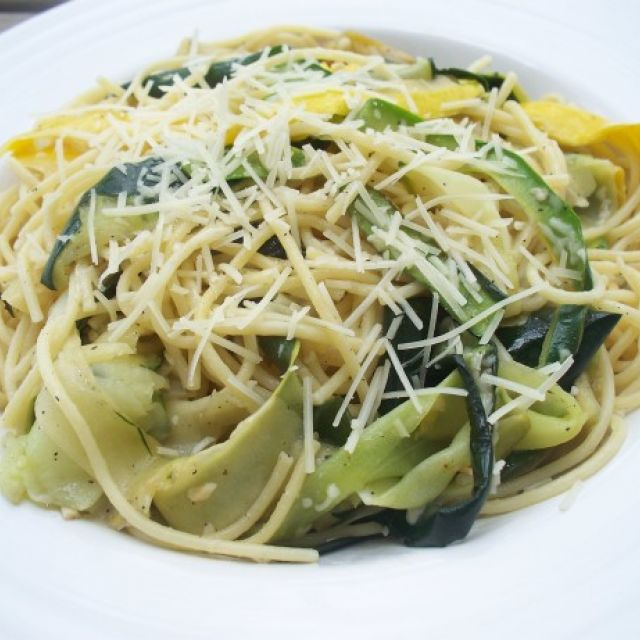 Spaghetti with Zucchini and Garlic