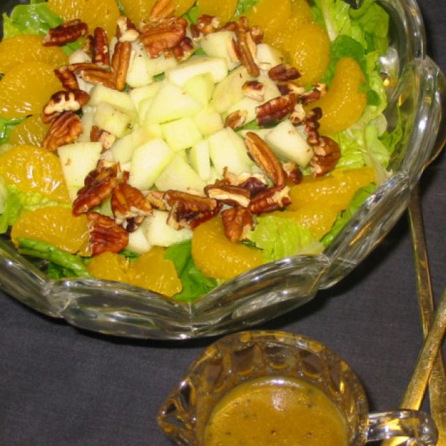 Spinach/romaine Salad with Poppy Seed Dressing and Mandarin Or