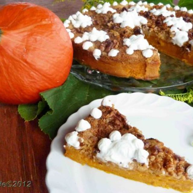 Thanksgiving Pumpkin Crunch Cake Dessert