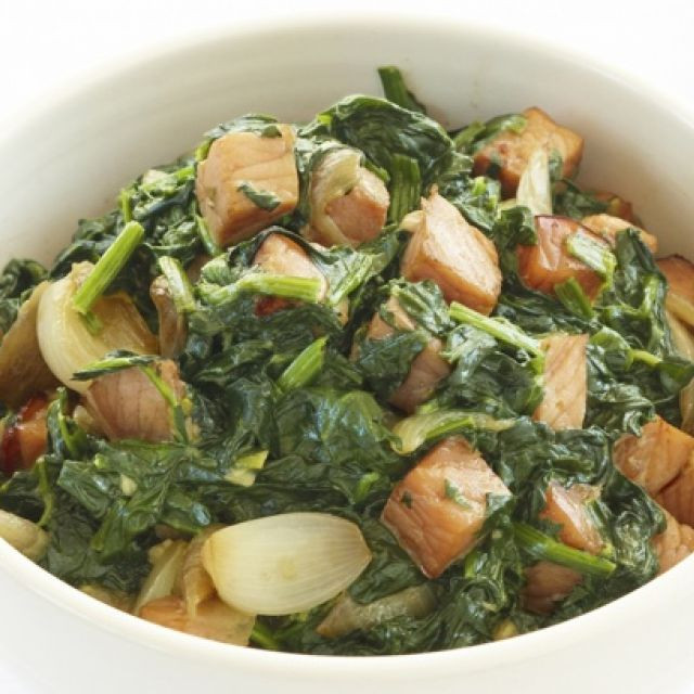 Creamy Spinach with Bacon and Baby Onions