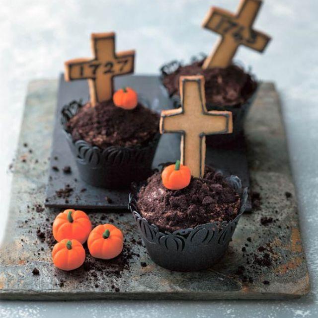 Gravyard Halloween Cupcakes
