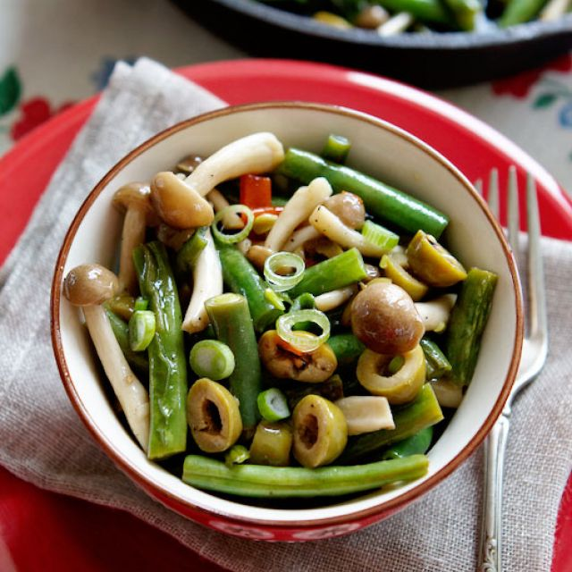 Green Beans with Beech Mushrooms and Olives