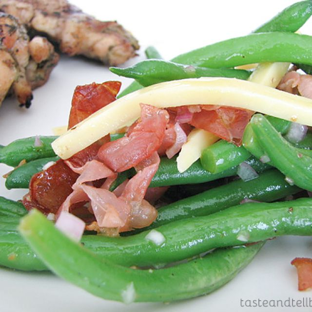 Green Beans with Frizzled Prosciutto and Gouda