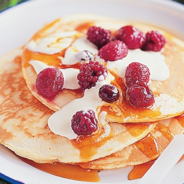 Pancakes with Mixed Berries and Cream