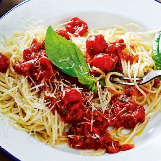 Spaghetti with Cherry Tomato Sauce