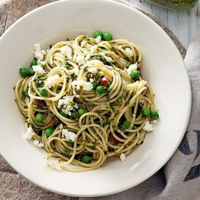 Spaghetti with Pesto, Semi-Dried Tomatoes and Ricotta