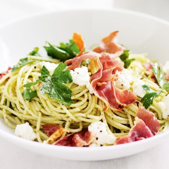 Spaghetti with Ricotta, Prosciutto and Rocket Pesto