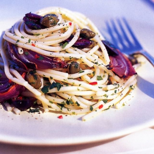 Thick Spaghetti with Roasted Red Onions and Olives