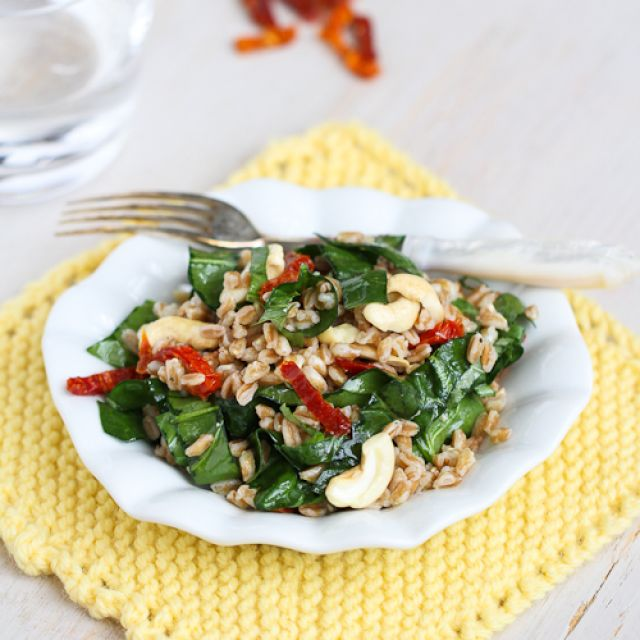 Farro Salad  with Sun-Dried Tomatoes, Spinach and Cashews