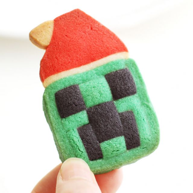 How to Make Minecraft Creeper Cookies for Christmas