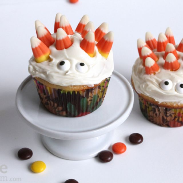 Monster and Mummy Cupcakes for a Halloween Party