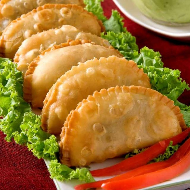 Samosas with Spinach and Cottage Cheese Filling (With Non Fried Option)