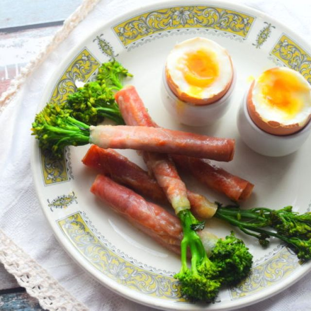 Boiled Eggs with Broccoli Soldiers