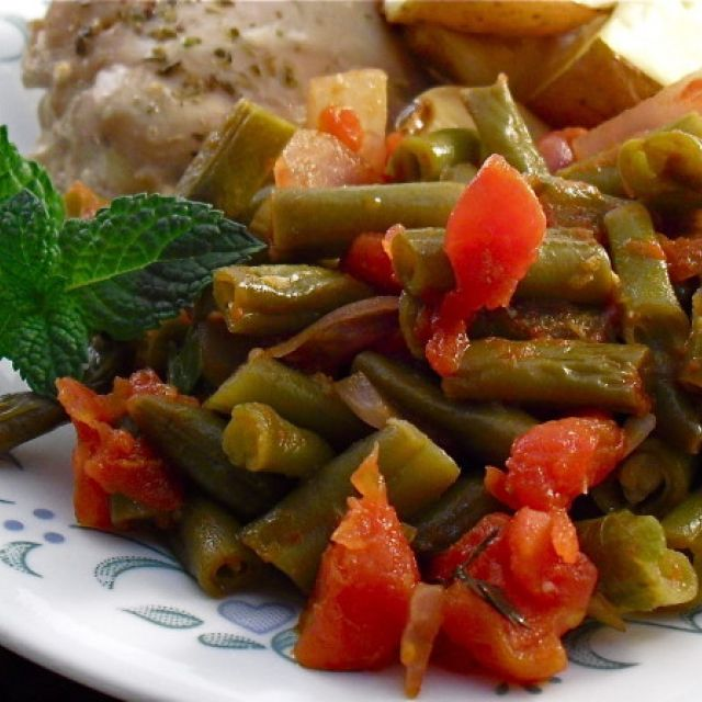 Fashoulakia (Greek Green Bean Side Dish)