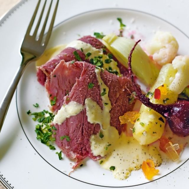 Corned Beef with Horseradish Béarnaise