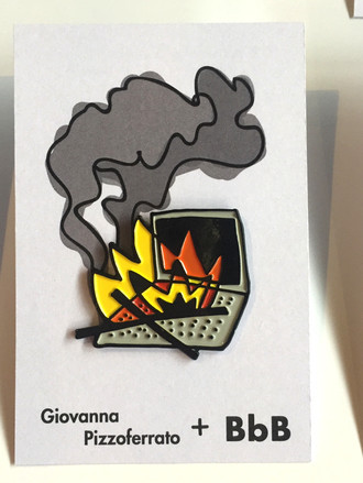 PIN BURNING LAPTOP, por Giovanna Pizzoferrato