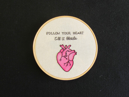 Quadro bordado - Follow your heart