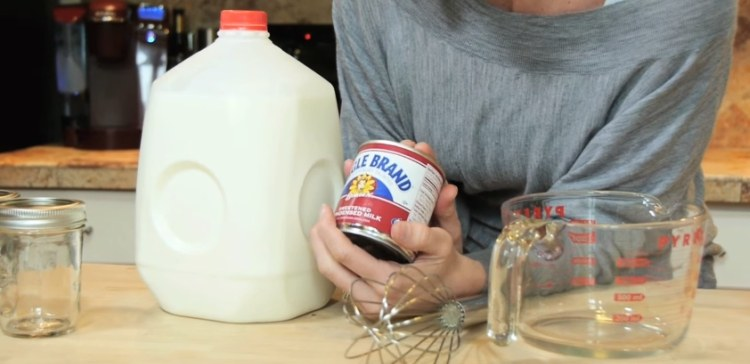 The two ingredients you need to make DIY creamer.