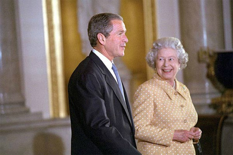 Image of Queen with George W Bush.