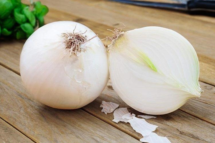 Cut white onion.