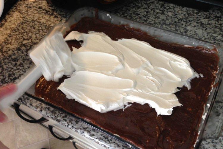 OP LvH No Bake Chocolate Lasagna Spreading Cool Whip