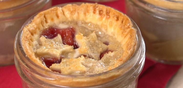 mason-jar-mini-pie